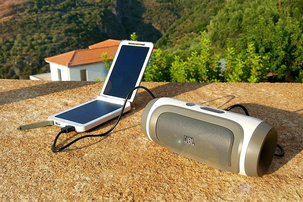 techbird opladen met xtorm zonnelader gadget