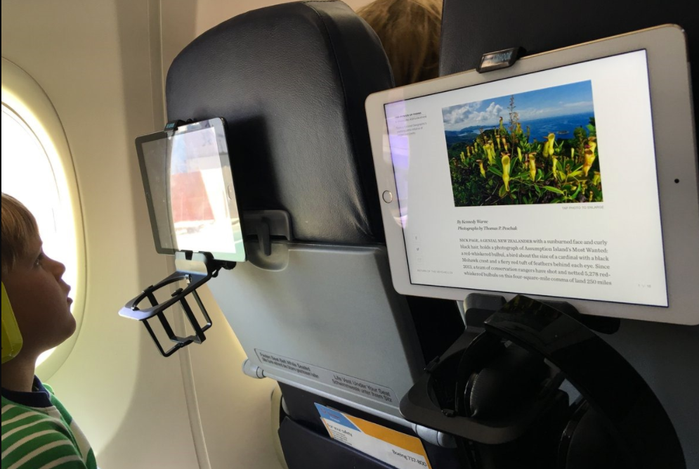 reisgadgets in het vliegtuig airhook